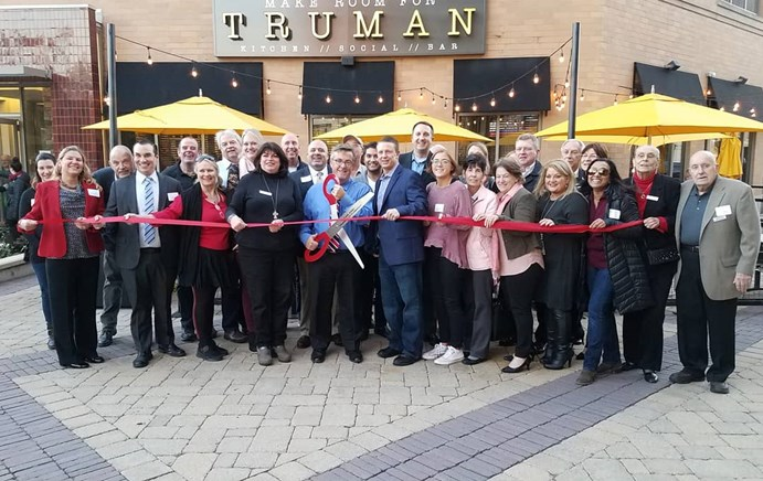The Park Ridge Chamber of Commerce and Mayor Maloney welcome new businesses to Park Ridge with celeb